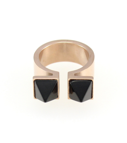 Marble Pyramid Ring in Black 14KP